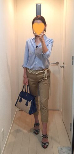 Oxford shirt: Ches toi, Pants: ROPE, Bag: PRADA, Sandals: alfredoBANNISTER