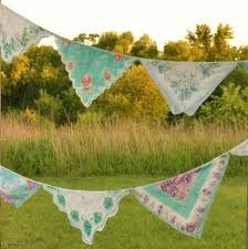 15 Fantastic DIY Summer Activities for Girls Diy Sans Couture, Handkerchief Crafts, Vintage Bunting, Bunting Garland, Bunting Ideas, Pennant Banners, Fabric Banners, Prayer Flags, Vintage Handkerchiefs