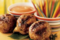 Check out this delicious recipe for Meatballs on a Stick from Weber—the world's number one authority in grilling. Weber Q Recipes, Meat Recipes, Crisp, Food To Make, Grilling, Muffin, Beef, Cooking, Breakfast