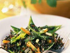 Junges Gemüse im Wildreissalat mit Kräutermarinade ist ein Rezept mit frischen Zutaten aus der Kategorie Reissalat. Probieren Sie dieses und weitere Rezepte von EAT SMARTER!