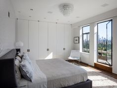 20 Perfect-Looking Glass Chandelier in the Bedroom