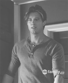 The Gorgeous Jason DiLaurentis! Jason Pretty Little Liars, Pretty Little Liers, Aria And Jason, Jason Dilaurentis, Pll, Drew Van Acker, Ezra Fitz, Ugly Men, Tv Show Music