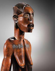 Statue d'ancêtre, Fang-Mabéa, Cameroun, XIXe siècle. Bois et métal. H. : 67,5 cm © Galerie Bernard Dulon, photo Hughes Dubois