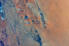 Not far from Timbuktu in Mali, the river Niger splits in many streams, highlighted by the sunglint.