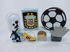 Kit scrap festa no tema futebol (Argentina) <br> <br>produzido em papal de alta gramatura. Papeis sujeitos a disponibilidade do fornecedor local, <br>Cores podem ser alteradas. <br> <br>contem 1 item de cada modelo <br> <br>Criação Tania Freitas para o Dona Dondoca Criações