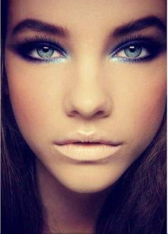 Blue eyes & super neutral lip. This look is all about the eyes!