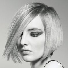 From here, you can twist, crimp, curl and smooth to your heart's content. But first, master this graduated bob from TIGI's Classics Collection. The front portion echoes… Graduated Bob Haircuts, Short Bob Haircuts, Short Hairstyles For Women, Pretty Hairstyles, Med Long Hair Cuts, Short Hair Cuts, Short Hair Styles, Hair Foils, Wavey Hair