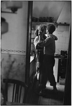 M - Elliott Erwitt Robert and Mary Frank, Valencia, Spain, 1952 © Elliott Erwitt/Magnum Photos
