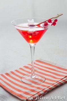 Le Cosmopolitan est certainement le cocktail le plus connu des fashinostas (merci Sex and the city ^^) mais il est aussi délicieux! Un cocktail plutôt girly avec sa couleur rose et très facile à réaliser avec très peu d'ingrédients : une bonne vodka, du jus de cranberry, du triple sec (Cointreau pour moi) et un...Lire la suite »