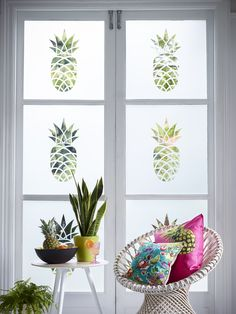 Be bold with one of our single pineapple designs. Shown here cut from our classic Frostbrite film.