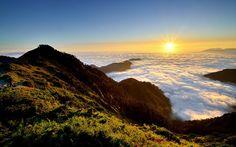 ATOP MOUNT HEHUAN  Photograph by Michael Liao (Michaelioa27 on Flickr)