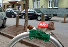 """Grassy Bench Yarn Bomb""--love that someone goes around Germany ""yarnbombing""!"