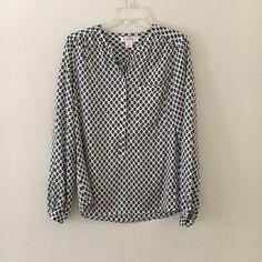 Joe Fresh Flowy Top Easy wear light, silky blouse with a sheen to the fabric. Feels great on! Joe Fresh Tops Blouses