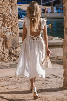 Excellent boho dresses are available on our internet site. Take a look and you will not be sorry you did. White Dress Summer, White Flowy Dress, Simple White Dress, Flowy Summer Dresses, White Linen Dresses, Beautiful Summer Dresses, Neutral Summer Dresses, Long White Dress Boho, Luxury Lingerie