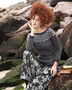 Cute colorwork pullover by Garcia-Alcantud in the latest Vogue Knitting. Looks like an easier project with just enough fun to keep it from getting monotonous Vogue Knitting, Knitting Club, Fair Isle Knitting, Kate Middleton, Fair Isle Pattern, Knitting Magazine, Pullover, Knit Patterns, Ravelry
