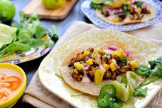 Roasted Cauliflower Street Tacos - simple, savory, husband-endorsed. Serveware by @QSquaredNYC // www.thepigandquill.com #glutenfree #vegetarian (with #vegan option)
