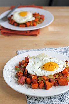 Sweet Potato and Leek Hash with a Fried Egg | 29 Tasty Vegetarian Paleo Recipes