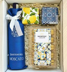 Wedding Gifts For Guests Love this for guests! Wedding Gifts For Guests, Diy Wedding, Wedding Favors, Dream Wedding, Wedding Trends, Wedding Goals, Italian Theme, Lemon Party, Guest Gifts