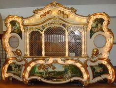 This site is dedicated to antique MUSIC BOXES, including coin pianos, nickelodeons , band organs, carousel organs, fair organs, monkey organs, orchestrions, ...