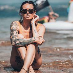 On the beach with our unbreakable eyewear! 🏖️🕶️ #gloryfy #unbreakable #MadeInAustria #eyewear #fashion #glassesfashion #glasses #sonnenbrille #sonnenbrillen #longboard #windsurf #windsurfing #beach #surfphotography #surfinglife #surfsup #surflife #surfergirl #beachbabe #beachgirl #surfboards #surftrip #beachlife #onlypositivevibes #beachvibes #beachtime #goodvibes #beachlife #barcelona #spain // 📸 von (IG) @shootandstyle⠀  Surf Trip, Windsurfing, Surfs Up, Beach Babe, Surfboard, Eyewear, Barcelona, Eyeglasses, Surf