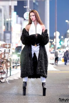 Super Tall High Heels by Pleaser, Faux Fur Coat & For Your Pleasure Japan Street Style Japan Street, Tokyo Street Style, Tokyo Fashion, Harajuku Fashion, Style Fashion, Japanese Coat, Super High Heels, White Pants, Faux Fur