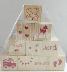 Set van 10 houten blokken. Homemade Gifts, Diy Gifts, Cadeau Baby Shower, Baby Balloon, Diy Bebe, Baby Presents, Original Gifts, Silhouette Cameo Projects, Diy Toys
