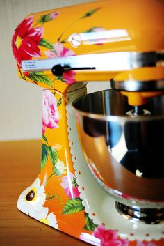 LOVE the colors of this one!!! so BRIGHT & VIBRATE, like a kitchen should be!!!