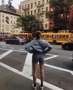 City Life, Photography Poses, Freedom, Winter Jackets, Hipster, Fashion Outfits, Photo Ideas, Summer, Middle