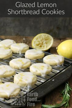 Glazed Lemon Shortbread Cookies A light and easy to make lemon shortbread cookie topped with a tangy glaze this classic cookie is sure to please even the toughest critics Traditional Shortbread Recipe, Easy Shortbread Cookie Recipe, Chocolate Shortbread Cookies, Shortbread Recipes, Christmas Shortbread Cookies, Christmas Cookies, Macaroons Christmas, Brownie Cookies, Lemon Recipes