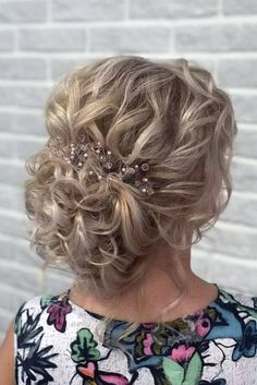 mother of the bride hairstyles elegant textured curly updo djamilya_hairstylist Mutter der Braut Fri Mother Of The Groom Hairstyles, Mom Hairstyles, Elegant Hairstyles, Latest Hairstyles, Mother Of The Bride Hair Short, Mother Bride, Mother Of Bride Makeup, Hair For Bride, Bride Hairstyles Short