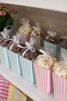 Looking for easy homemade baby shower favors? Check out this collection of unique favors that people actually love & appreciate. Included are cheap favor. Homemade Baby Shower Favors, Cheap Baby Shower Favors, Baby Shower Favours For Guests, Homemade Party Favors, Baby Shower Souvenirs, Pop Baby Showers, Baby Shower Parties, Baby Shower Candy, Shower Baby