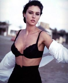 Monica Bellucci, Gorgeous Women, Beautiful People, Actrices Sexy, Italian Actress, Italian Beauty, Hollywood Fashion, Beauty Women, Movie Stars