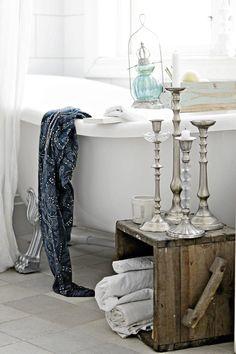 Cottage ♥ Bathroom Love and miss my leg tub.love the old crate Bathroom Inspiration, Design Inspiration, Design Ideas, Bathroom Ideas, Design Bathroom, Bathroom Interior, Boho Deco, Rustic Elegance, Beautiful Bathrooms