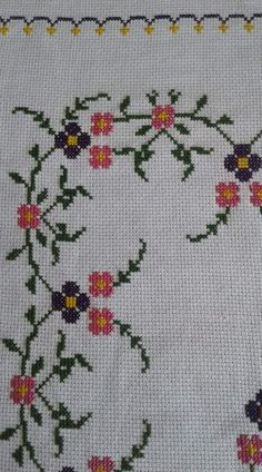 Easy Cross Stitch Patterns, Cross Stitch Borders, Simple Cross Stitch, Cross Stitch Flowers, Cross Stitch Designs, Cross Stitching, Embroidery Stitches, Hand Embroidery, Diy And Crafts
