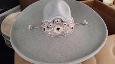 Sombrero Charro de Lana. Gris obscuro con calabrote en color plata.. Hecho en Jalisco, Mexico. En diferentes Medidas.  Charro Hat made of Wool. Dark grey desi