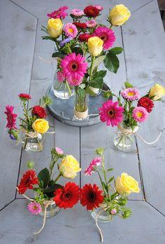 DIY bloemen in kleine vaasjes - Gezinsleven.com