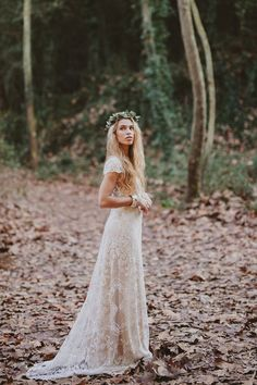 This woodland wedding look is super beautiful.