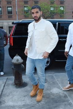 allthinqsdrake:  celebritiesofcolor:  Drake attends I Like It Like This Contemporary Black Art reception in NYC.  Jesus