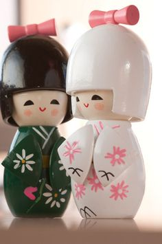 Kokeshi by *Tchoupe Momiji Doll, Kokeshi Dolls, Japanese Culture, Japanese Art, Japanese Beauty, Traditional Japanese, Oriental, Kohaku, Asian Doll