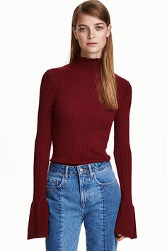 Ribbed flounced turtleneck : Ribbed jumper in a viscose blend with a frill-trimmed turtle neck and long sleeves with wide, flounced cuffs. Bordeaux, Teen Fashion, Womens Fashion, Fashion Trends, Spring Summer Trends, Fall Looks, Capsule Wardrobe, Everyday Fashion, Outfit Of The Day