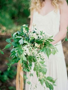 Simple Organic Wedding Inspiration from Historic Cedarwood | #CedarwoodWeddings #Flowers #Bouquet