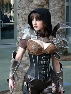 Demon Hunter Cosplay Show by Female Diablo 3 Player