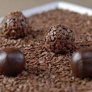 Brigadeiro especial: nova receitinha do quitute leva café e hortelã - GLAMOUR   Gastronomia