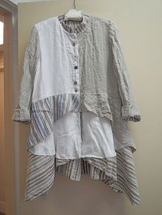 Revisions in the style of the Boho. Discussion on LiveInternet - Russian Online Diaries Service Easy Clothing, Diy Clothes, Half Sleeve Dresses, Half Sleeves, Umgestaltete Shirts, Layered Fashion, Altered Couture, Shirt Refashion, Altering Clothes
