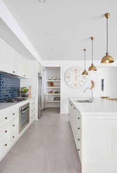 Types Of White Kitchen Splashback Tiles How To Choose The Right Kitchen Splashback Making Your Home Beautiful with ucwords] Layout Design, Design Ideas, Die Hamptons, Kitchen Splashback Tiles, Kitchen Flooring, Timeless Kitchen, Ikea, Pantry Design, Cabinet Design