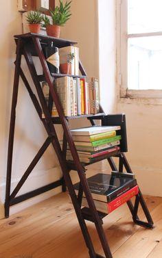 Escabeau vintage // Books storage // insidecloset.com
