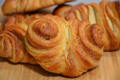 Bake Franzbrötchen yourself - Mietkoch and cooking events Donut Recipes, Snack Recipes, Cooking Recipes, Snacks, Bread Cast, Bread Bun, How To Cook Ham, Puff Pastry Recipes, Sweet And Salty