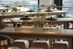 Vapiano Slow Food by Matteo Thun hotels and restaurants Restaurant Lounge, Restaurant Concept, Restaurant Furniture, Restaurant Design, Slow Food, Communal Table, Design Furniture, Retail Design, Interior Design Inspiration