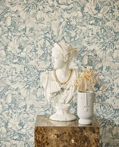 O colectie cu materiale sofisticate, culori sublime si texturi minunate, de la catifea la nervure si gradiente. Bucurati-va de frumusetea care va inconjoara, de pasari si flori magnifice care se revelaza pe perete. Romantic, Sculpture, Statue, Inspiration, Canvas, Wallpaper, Interior, Floral, Flowers