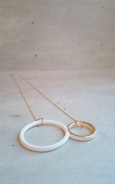 Dyvsign   CIRCLES   Necklace   3D printed ceramics and 22k goldleaf   www.dyvsign.nl